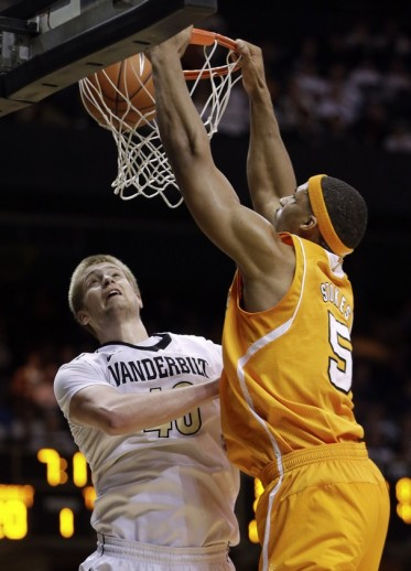 Jarnell Stokes dunks on Vanderbilt